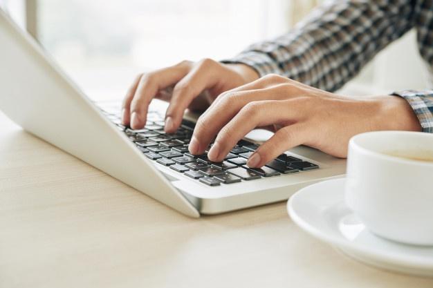 Kaj narediti, če nimamo izkušenj s spletnimi stranmi, a nujno potrebujemo spletno prezenco?