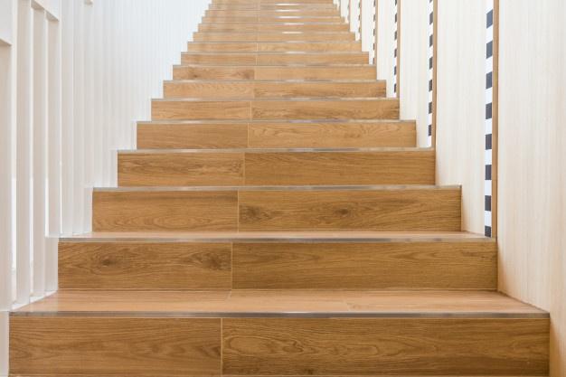 Notranje lesene stopnice narejene po vaših merah